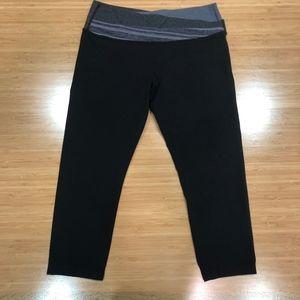 Gently used Lululemon crop yoga pants sz 6
